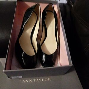 Ann Taylor black patent heels EUC